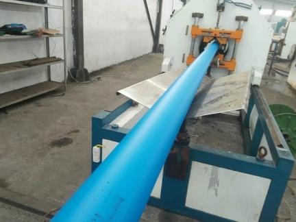 蓝色管道生产线