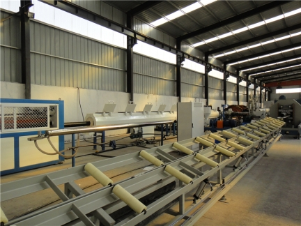 钢丝网骨架塑料复合管厂家 生产现场1